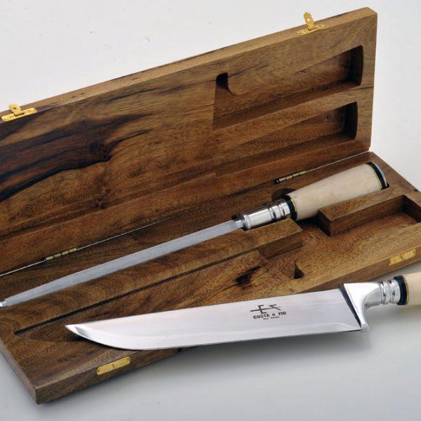 """Estojo em madeira de lei com faca e chaira de 8"""" osso"""