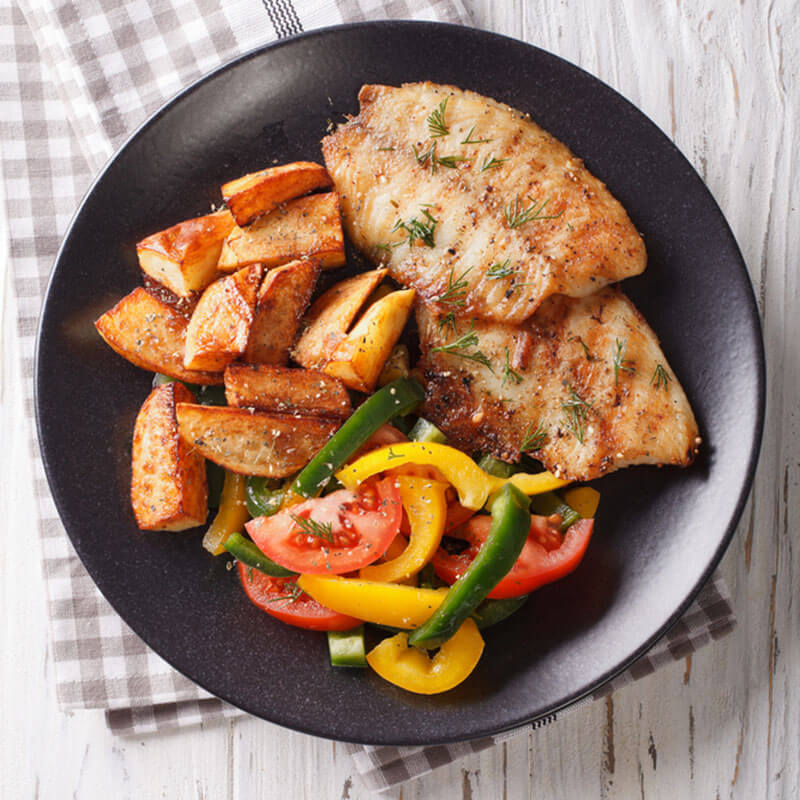 Filé de peixe com espaguete de legumes na chapa gourmet