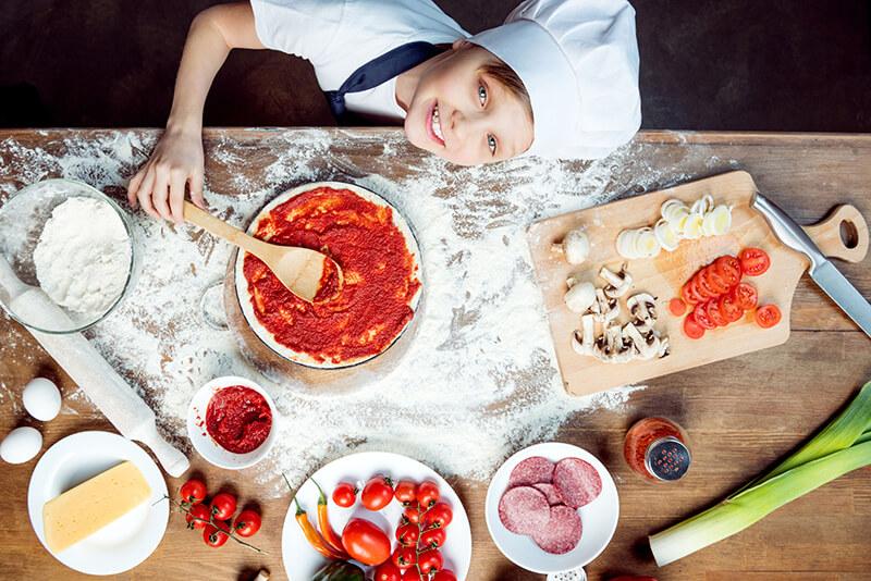Receita de mini pizza para fazer com as crianças